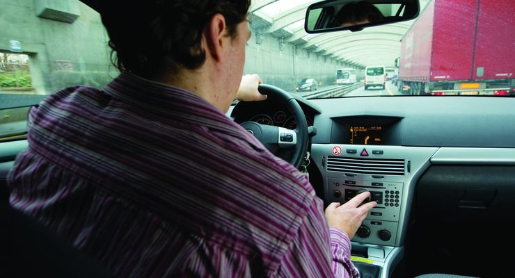 Blindflug mit hohem Risiko / UnterschŠtzte Gefahr: Unfallursache Ablenkung