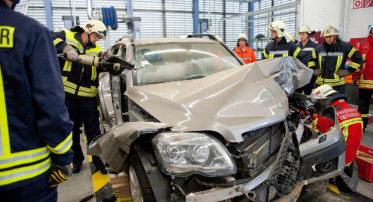 Daimler unterstützt Rettungskräfte
