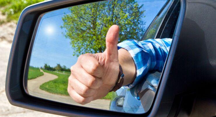 Daumen hoch, Verkehrssicherheit, Rückspiegel