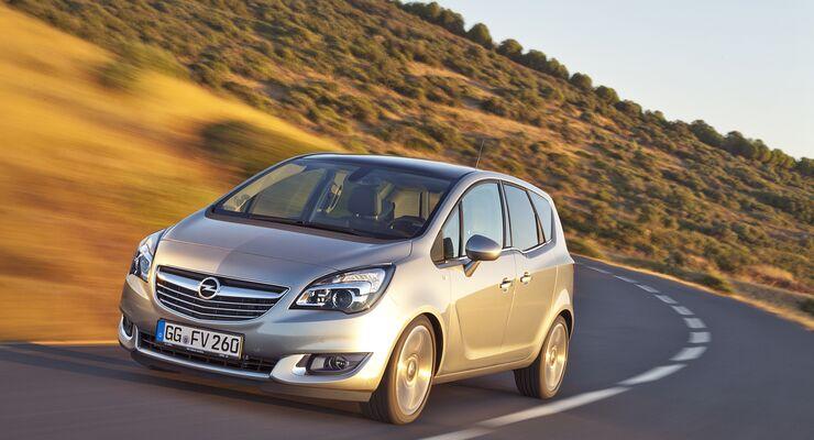 Der Opel Meriva blitzt nach dem Facelift mit ein bisschen Chrom, hat sich aber seine Kerntugenden als Kompakt-Van erhalten.