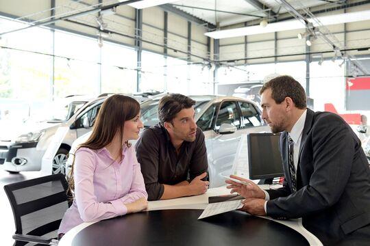 Hersteller ändern ihre Verkaufsstrategie zu sparsameren statt vielen Fahrzeugen.