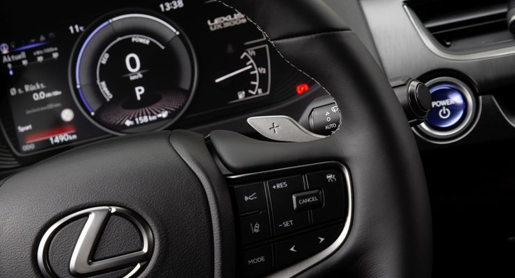 Lexus UXe 2021, Cockpit