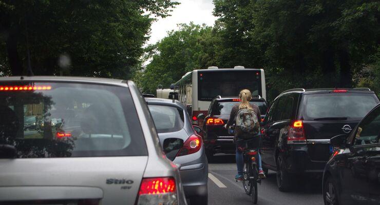 Mit dem Bus zur Arbeit - für viele Pendler kommt das nicht in Frage.