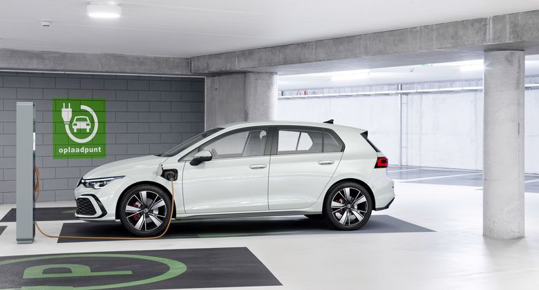 VW Golf GTE 2020, ladesäule, laden